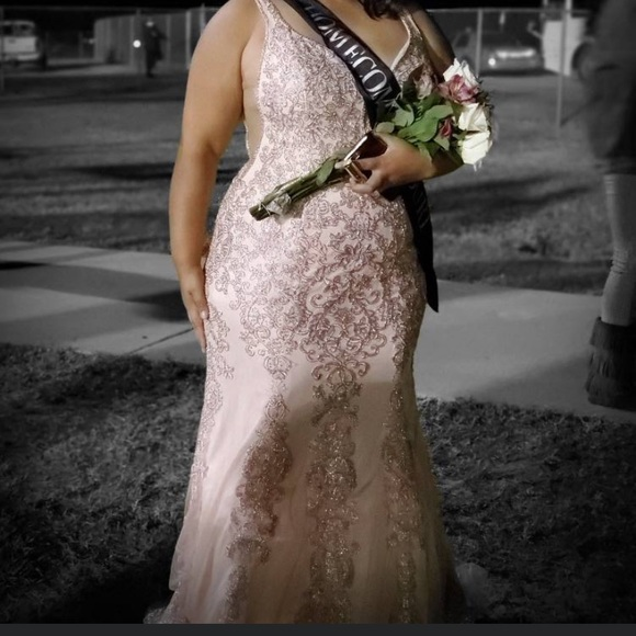 Dresses & Skirts - Prom/ formal dress